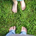光著腳走路怕危險?中醫師:赤腳行走有助延年益壽,但有2種人別輕易嘗試