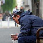 我們都是日本的罪人!為什麼一天淨賺5億日圓的大老闆,要在大螢幕痛哭懺悔?