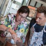 銀髮族怕寂寞?「阿嬤大廚」領軍的荷蘭餐廳,用家常菜和人情味綁住年輕人的心
