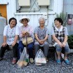 當日本公車司機耐心等老人找位子,台灣老人卻要擔心,動作太慢可能橫死街頭…