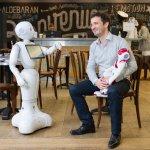 未來每個家庭都能擁有的好夥伴!一分鐘賣出1000台的日本機器人,是如何誕生的?
