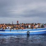 悲劇在眼前上演!義大利難民船翻覆  逾500人葬身地中海