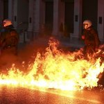 債務危機再度瀕臨崩潰 希臘左翼政府最後一刻通過縮減開支法案