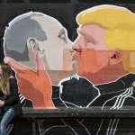 普京擁吻川普壁畫現身立陶宛 新「兄弟之吻」暴紅