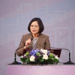 新政府上任兩週 台灣智庫民調:蔡英文支持度達52.4%