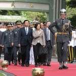 蔡英文首次全軍禮校閱部隊 接受21響禮砲恭迎