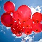 當你有「沒人喜歡我、我好魯」低潮念頭時,心理師:先想像手抓著一顆氣球…