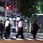 日本年輕人有比台灣好嗎?年換24份工作,越努力越貧窮,400萬名「窮忙族」悲歌