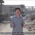 伊斯蘭國釋出最新宣傳影片 遭綁架英國記者現身批評美軍空襲