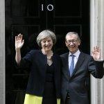 英國女首相上任》豹紋高跟鞋背後的低調男人:深愛妻子的第一先生菲利普・梅伊
