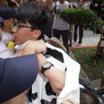 民進黨全代會》勞團陳抗遭警力阻擋 臨時會後將發起絕食抗爭