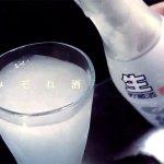 酒液倒入杯中瞬間變雪花?日本人夏天都愛這杯「霙」酒,在家就能自己做!