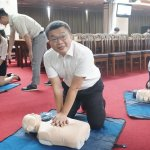即刻救援 蔡其昌學習AED、心肺復甦術