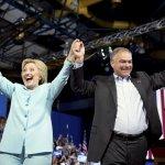 美國總統大選》民主黨正副候選人首度合體造勢 凱因大秀西語搶拉美票