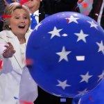 民主黨全國大會》希拉蕊發表歷史性演說:美國再度面臨抉擇的關鍵時刻