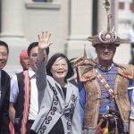 向原住民族道歉,蔡總統身穿排灣族蝴蝶圖騰紋飾外套