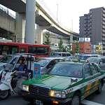 日本人超車時閃兩下車燈是什麼意思?禮貌加重罰,日本車禍死亡率連年降