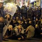 里約奧運》場內場外兩樣情 警方發射催淚彈驅趕抗議平民