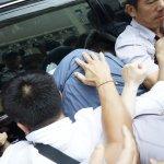 虐貓引公憤!陳皓揚被民眾圍毆 2法警遭波及送醫