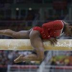 里約奧運》美國體操女王拜爾斯平衡木失手  奧運5金夢碎