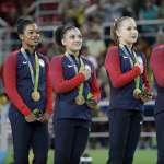 里約奧運》播放國歌手沒放胸前就是「不愛國」?美國體操好手慘遭網路霸凌