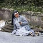 義大利大地震》頭巾染血的修女傳手機簡訊 留下世人難以忘懷的畫面