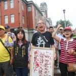 勞團抗議砍7天假 噴漆、絕食皆無效「血書」進諫蔡英文總統