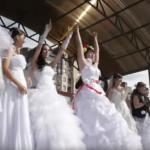 誰說新娘一定要典雅?戰鬥民族「新娘爭霸戰」龐克熱舞、耍雙節棍樣樣來!
