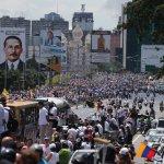 崩潰邊緣的委內瑞拉》我們快死了!抗議民眾塞爆首都街頭 要求罷免總統