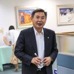 李俊毅設看板「做好做滿」引爆民進黨立委角逐台南市長風暴