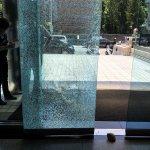 兩男給警告!不當黨產處理委員會被砸 大門玻璃碎裂