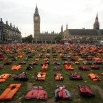 2500件救生衣舖滿倫敦國會廣場! 人權團體呼籲聯合國正視難民危機