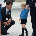 英國王室出訪加拿大》喬治小王子不想擊掌 「最帥總理」杜魯道尷尬晾一邊