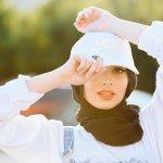 史上第一人! 穆斯林女記者戴頭巾 躍上《花花公子》雜誌「做自己」