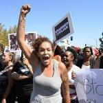 「我叫警察來幫我哥哥,他們卻把我哥殺了!」 加州警察公布槍殺黑人影片