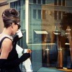 席捲近一世紀的經典時尚魅力:女人衣櫃必備款 歷久不衰的小黑裙傳奇