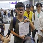 遭禁錮12小時   泰國警方威脅黃之鋒:「我們可善待你,也可為難你」