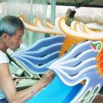讓歐洲瘋龍舟、比賽規格他訂的…74歲傳奇藝師50年造百艘絕美龍舟,正港「國寶」!