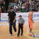 海峽盃籃賽開球 柯文哲見姚明:喔,實在是太高了!