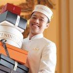 為何老服務員總是比較體貼?他任半島酒店管家40載,暖心服務讓人一住就離不開
