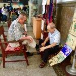 雙手養活一家人,他擦鞋66年不停歇!台中火車站退休後,多少風景將跟著消逝?
