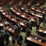 香港立法會宣誓風波》本土派新血拒為「辱華」言論道歉 親北京建制派發動流會 阻擋再次宣誓