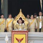 泰國王室不讓人民知道的祕密!蒲美蓬神話就像真實版《國王的新衣》上演著…