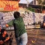 勞團「反砍假」大遊行 11名勞工翻入立院與警對峙