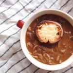 一碗要價上百的洋蔥湯,作法其實超簡單!照這食譜做,保證比外面賣的還香濃