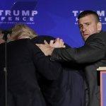2016美國總統大選》「有人拿槍!」川普造勢突被隨扈請下台 幸虧虛驚一場