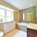 你知道自家浴室有多髒嗎?9個容易忽略的打掃重點,別等長滿黴菌才來哭啊