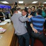 婚姻平權法案》提案開公聽會遭封殺 藍委衝上主席台與綠爆發肢體衝突