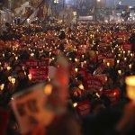 南韓「親信門」風暴》民怨沸騰!50萬憤怒民眾再次舉行燭光集會 高嗆總統朴槿惠下台!