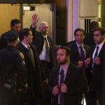 美國準副總統百老匯驚魂》彭斯遭觀眾噓爆、演員教訓 準總統川普怒嗆:你們要道歉